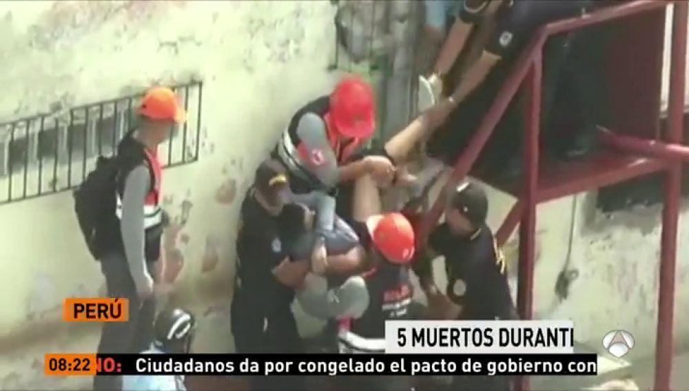 Al menos 5 muertos tras un incendio en un centro de reclusión en Perú