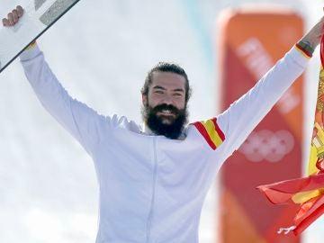 Regino Hernández celebra su bronce en el podio