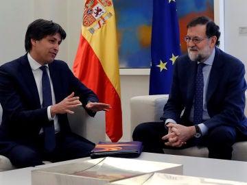 Mariano Rajoy con el presidente de Sociedad Civil Catalana (SCC)