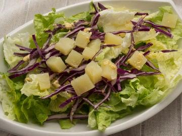 Ensalada de lechuga, lombarda y patata