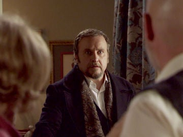 Ortega sorprende a Matilde y Julián a solas en el dormitorio