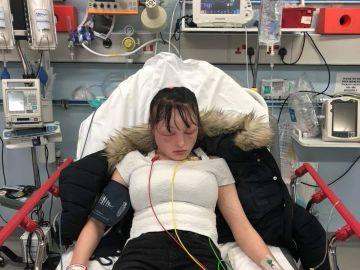 La joven durante su ingreso en el hospital
