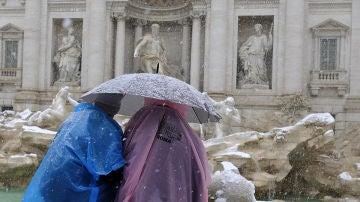 La nieve cubre la Fontana di Trevi