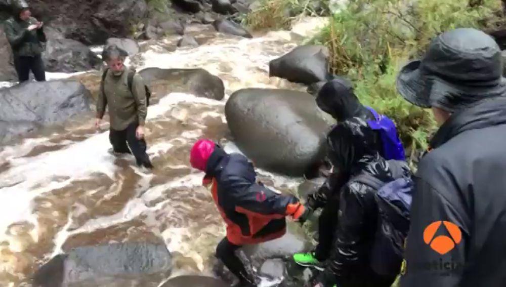 Siete turistas alemanes se quedan atrapados en una playa de Tenerife tras el paso de la borrasca