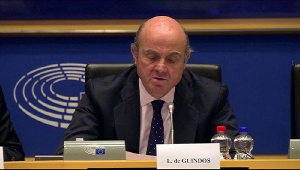 """Luis de Guindos asegura que la independencia de los bancos centrales es """"crucial"""""""