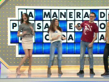 Tres concursantes de 'La ruleta de la suerte' ponen ritmo al programa bailando una canción