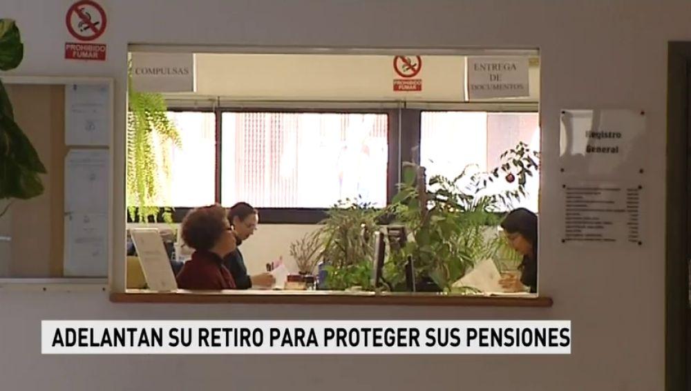 Los funcionarios adelantan su retiro para proteger sus pensiones