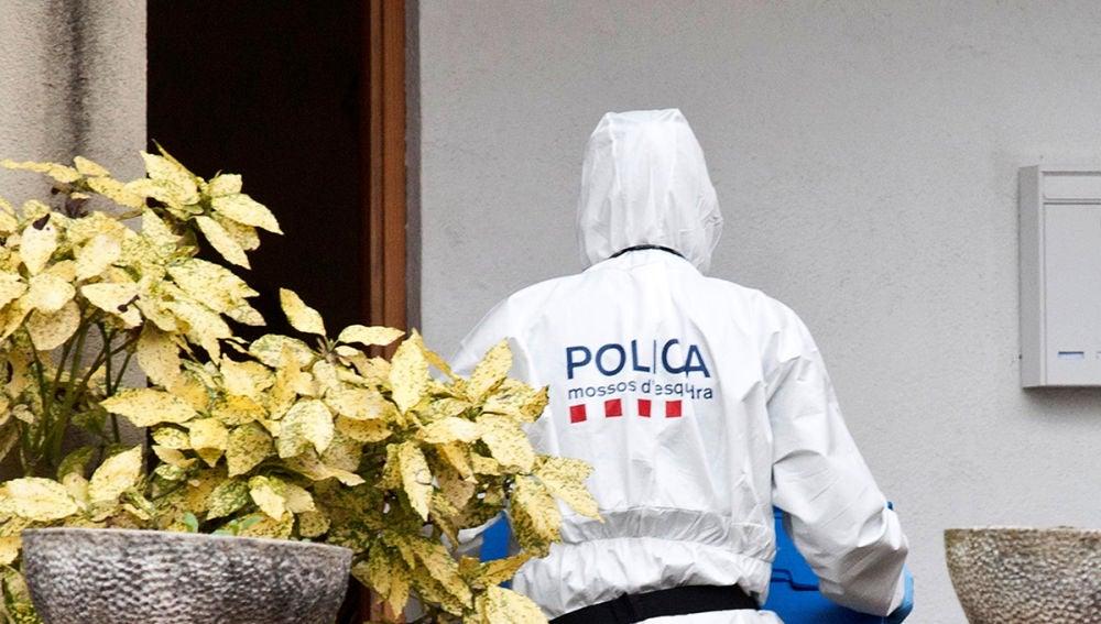 Imagen del registro policial a la vivienda del presunto autor del crimen de Susqueda