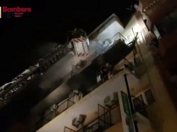 Un herido en el incendio de una pensión en Benidorm (Alicante) y 22 personas desalojadas