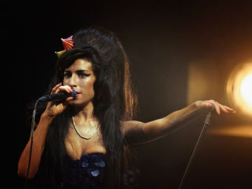Amy Winehouse en un concierto en 2008