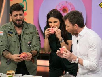 Pilar Rubio, Pablo Motos y Antonio Orozco se pegan un buen atracón de insólitos antojos de embarazadas en 'El Hormiguero 3.0'