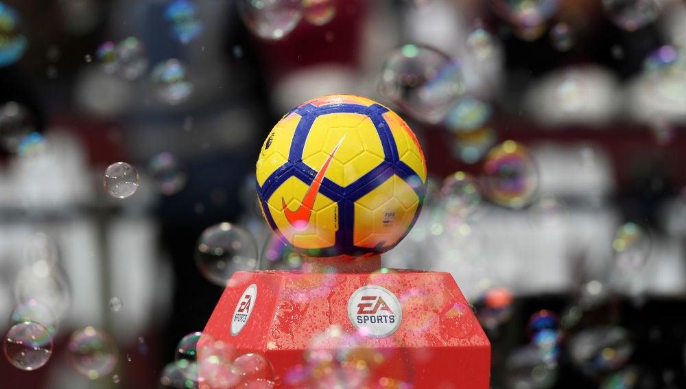 El balón de la Premier League, entre burbujas