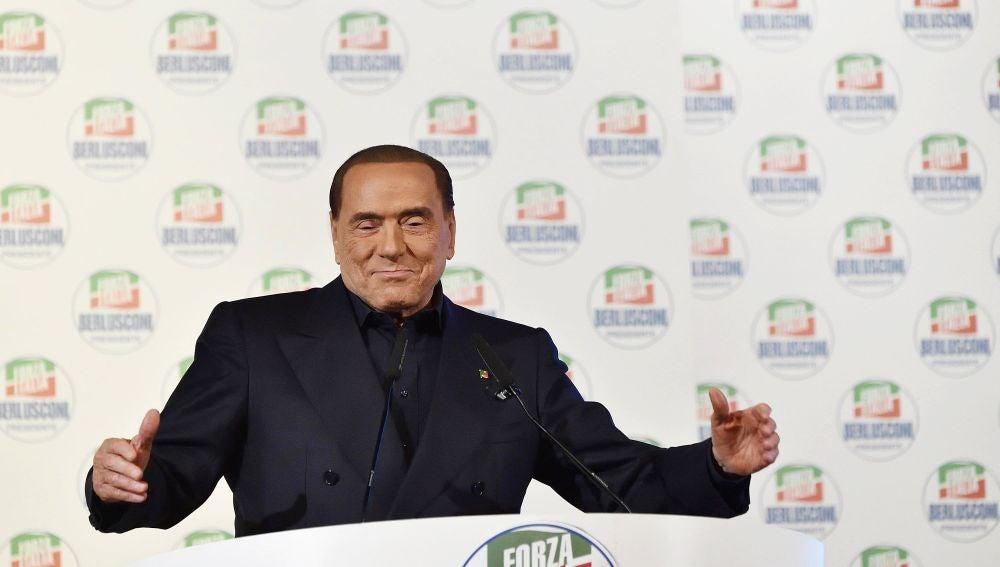 Silvio Berlusconi en un acto de campaña