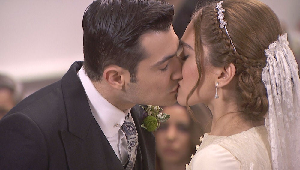 Julieta y Prudencio se dan el 'sí, quiero' ante la mirada rota de Saúl