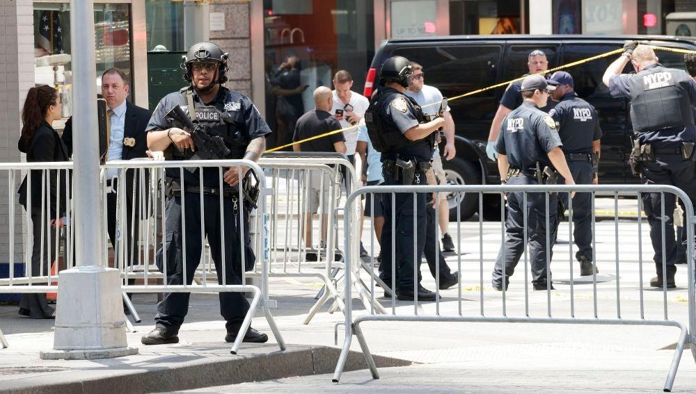 Dispositivo policial frente a uno de los colegios en Nueva York