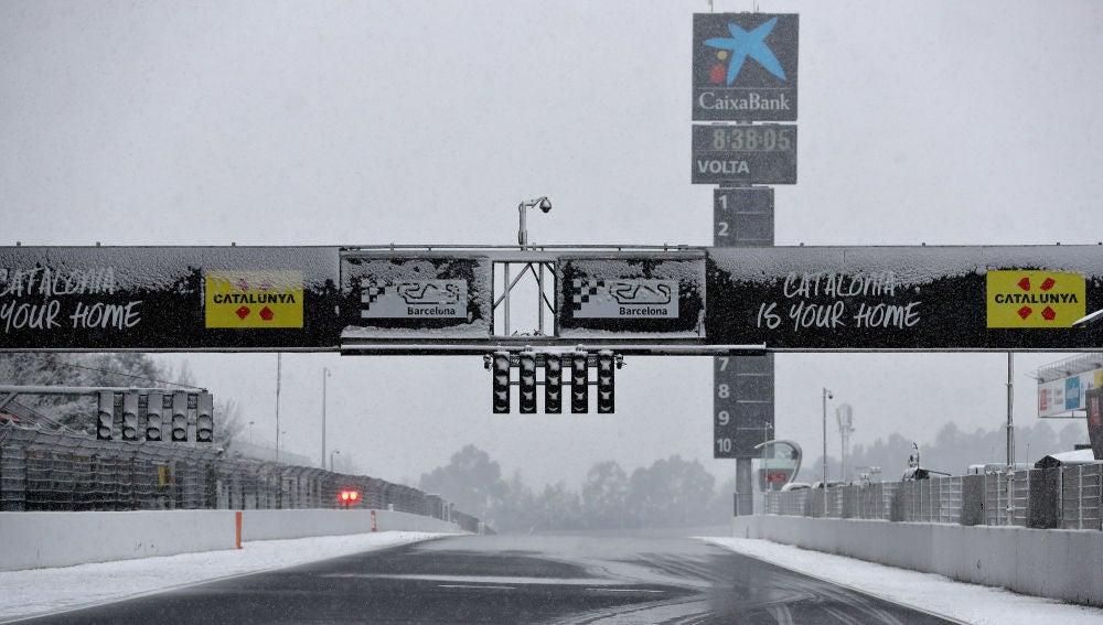 El circuito de Montmeló, completamente nevado