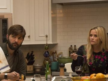 Adam Scott y Reese Witherspoon en 'Big little lies'