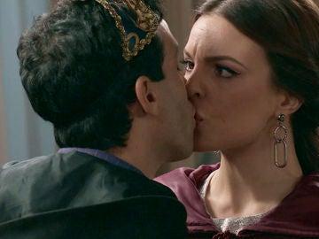 Ignacio se lanzará a los labios de María