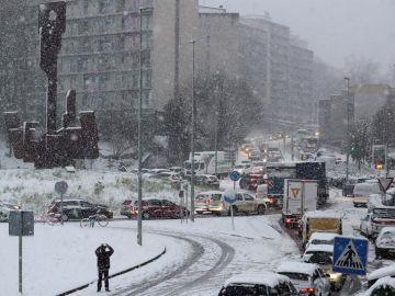 Retenciones en San Sebastián por la nieve