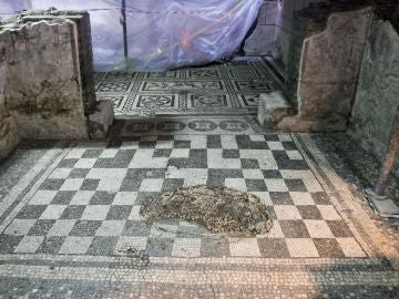 Vista en detalle de una casa romana perteneciente a un comandante de la época imperial del siglo II d. C.