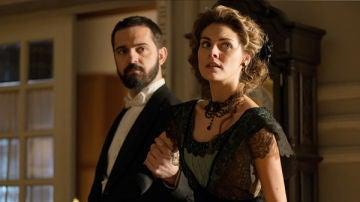 Diego Murquía y Alicia Alarcón en 'Gran Hotel'