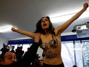 La activista de Femen que ha irrumpido en el colegio electoral