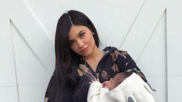 Kylie Jenner con su hija Stormi