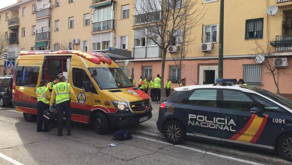 La policía y una ambulancia en el lugar del incidente