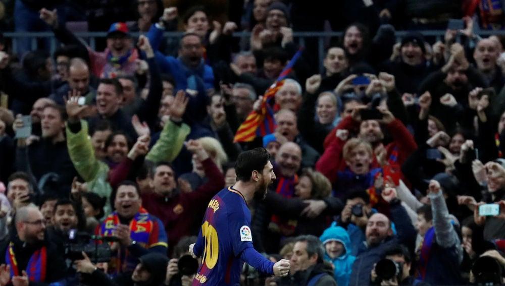 Messi celebra su gol contra el Atlético de Madrid de falta