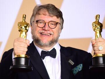 Guillermo del Toro, pletórico con sus Oscar a Mejor Director y Mejor Película