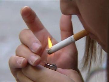 Crece el consumo de tabaco y cannabis entre los menores en España, pero baja el de alcohol