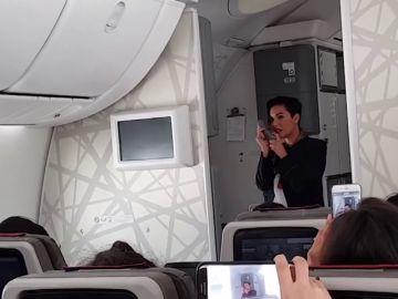 """El mensaje feminista de una azafata marroquí en pleno vuelo: """"No dudéis de vosotras ni de vuestras capacidades, sois más fuertes de lo que creéis"""""""