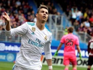 Cristiano Ronaldo celebra el 0-1 en Ipurúa