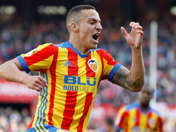 Rodrigo celebra un gol