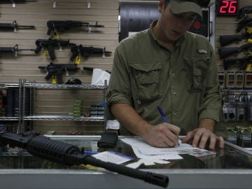 Imagen de archivo de una tienda de armas