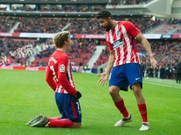 Griezmann celebra un gol con Diego Costa