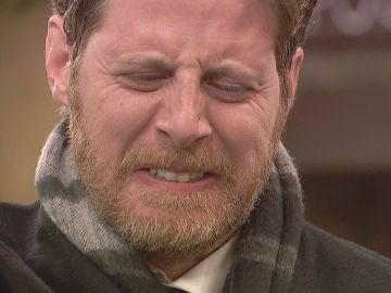 Nicolás, lleno de rabia, acaba con la vida de Dos Caras