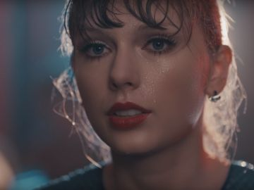 Taylor Swift en el vídeo de 'Delicate'