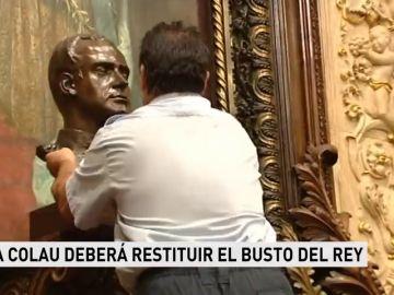Ada Colau deberá restituir el busto del Rey