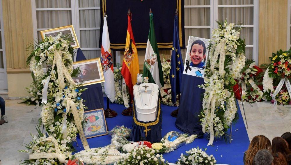 Capilla ardiente del pequeño Gabriel en la Diputación de Almería
