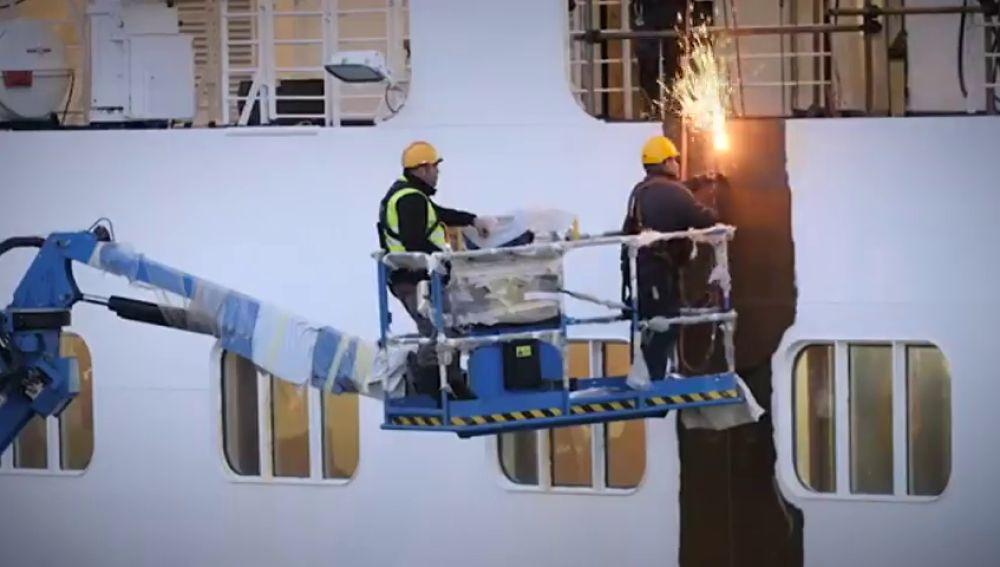 Un crucero ha sido cortado a la mitad para poder ampliarlo