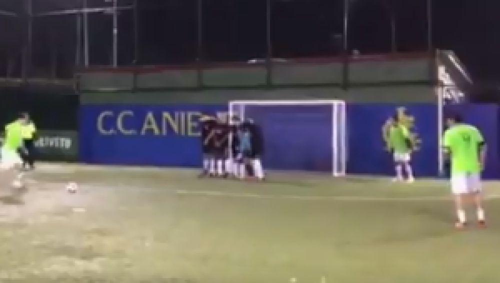 Totti muestra su calidad tras retirarse