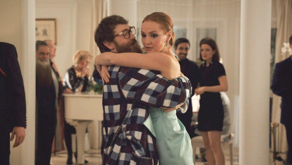Pellicer seduce a Elena con un atrevido tango en la Embajada