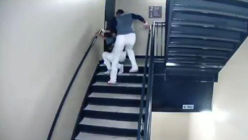 Danry Vásquez, agrediendo a su novia