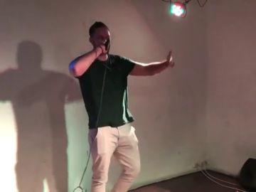 """El rapero Valtonyc, pendiente de entrar en prisión, realiza un concierto sorpresa en Barcelona: """"No voy a pedir perdón"""""""
