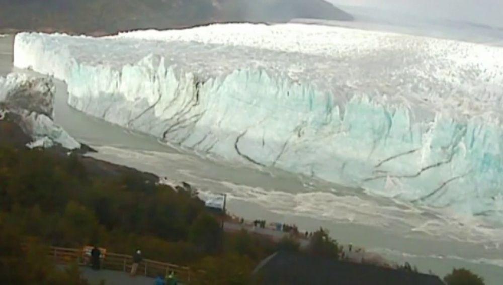 El glaciar Perito Moreno concluye una nueva ruptura, uno de los espectáculos naturales más impactantes del mundo