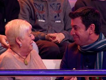 Una señora del público deja a Arturo Valls sin excusas para que cante en '¡Ahora Caigo!'