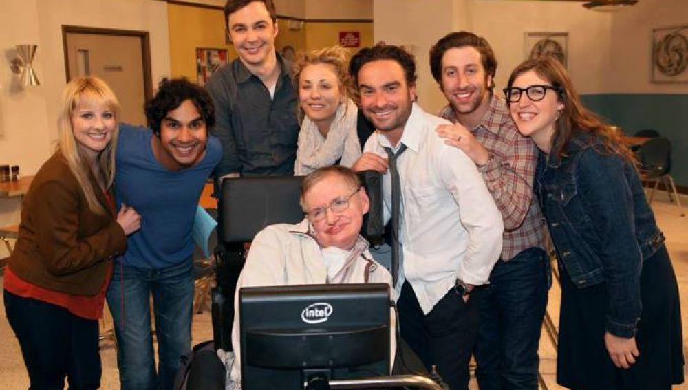 Stephen Hawking con los actores de 'The Big Bang Theory'
