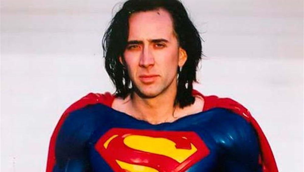 Nicolas Cage con el traje de Superman