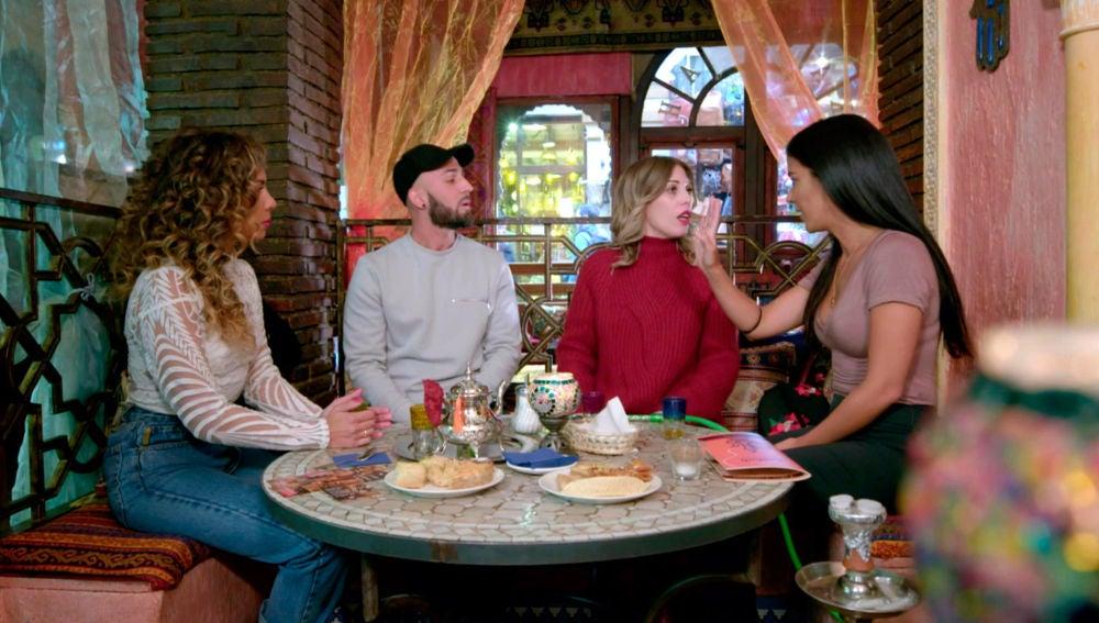 """Los amigos de Sheyla hablan de Carolyne: """"Es una pija rebotada"""""""